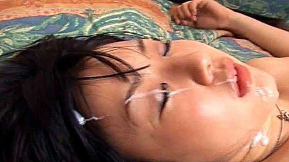 Азиатка с выстрелами спермы насосалась елду