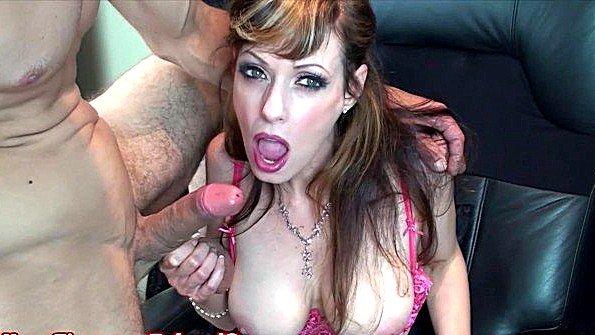 Титькастая мамка с кончиной берет в рот болт (Shanda Fay)