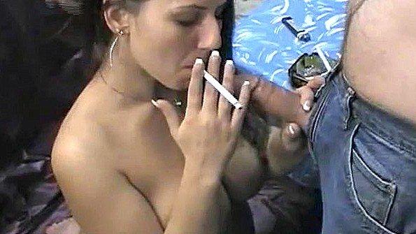 С буферами соска и курит (Lexxxi Lockhart)