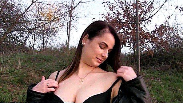 Аматерка с крупными дойками