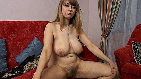 Аматерка с крупными дойками дамочка