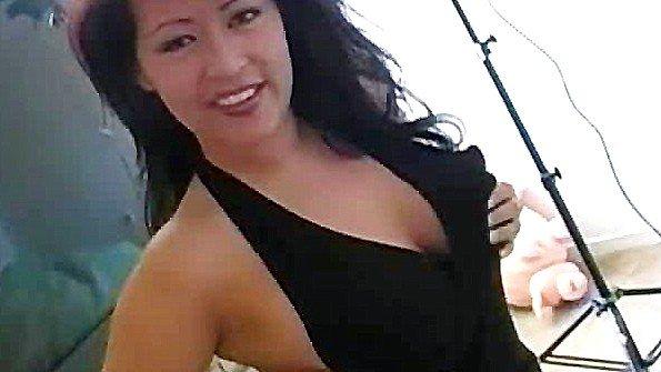 Дилетантка большегрудая жена отсосала фаллос