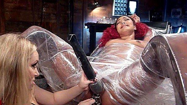 Лесбухи секс-игрушкой струйный оргазм (Aiden Starr, Daisy Ducati)