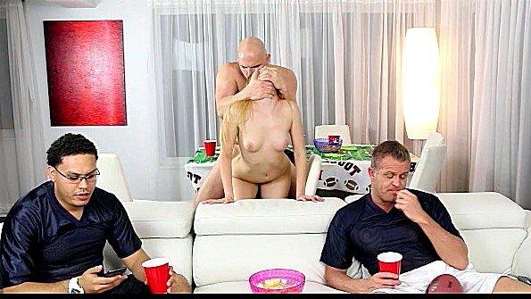 Блондинка жесткий секс инцест с маленькими сиськами молодая (Gigi Flamez, J-mac)