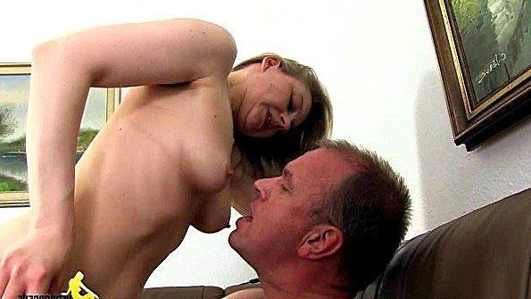муж трахает спящую жену домашнее