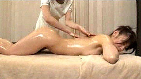 Девушка лесбиянки на массаже японка