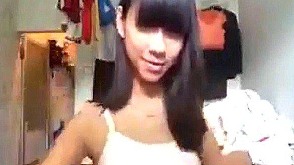 Азиаточка на вебку симпатичная юная