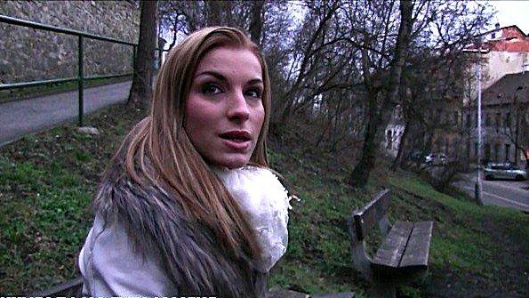 Блонда от первого лица на публике (Victoria Daniels)