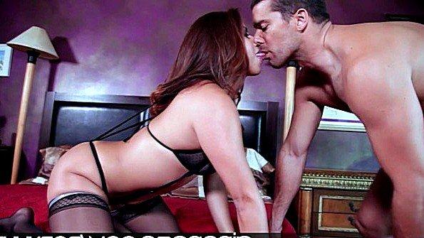 порно парень ебет массаж