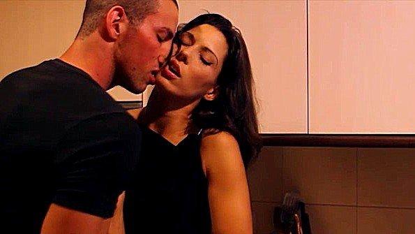 Телушку жестко дерут сексуальная с небольшими сиськами (Alexa Tomas)