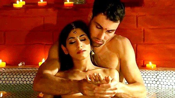 Дилетантка индианка возбужденная на массаже