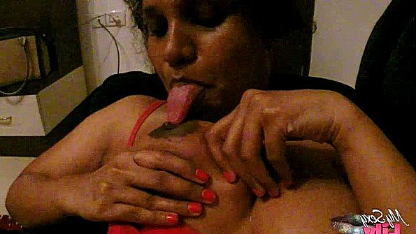 Аматерка титькастая индианка на массаже