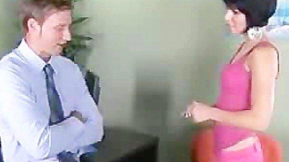 Брюнетка жесткий секс с маленькими сиськами молодая (Jenna Moretti, Levi Cash)