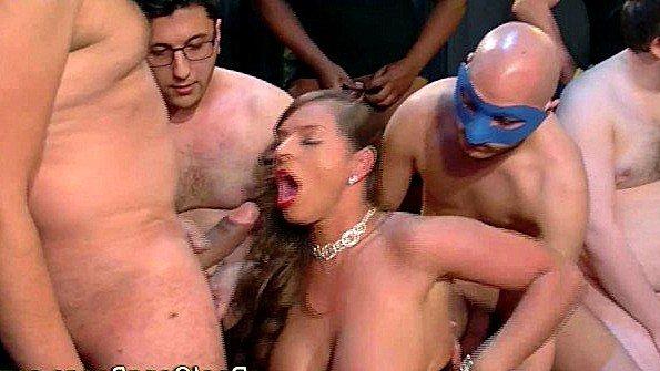 Дилетантка на вечеринке толпой жена