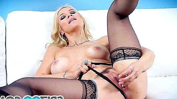 Большегрудая возбужденная треплет пилотку секс-игрушкой (Sarah Vandella)