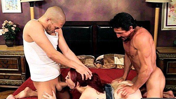Брюнеточка секс втроем с двойным проникновением инцест мужик в годах (Amber Ivy, Tommy Gunn, Xander Corvus)