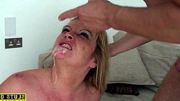 Титькастая грубо оргазм со сквиртом за 50