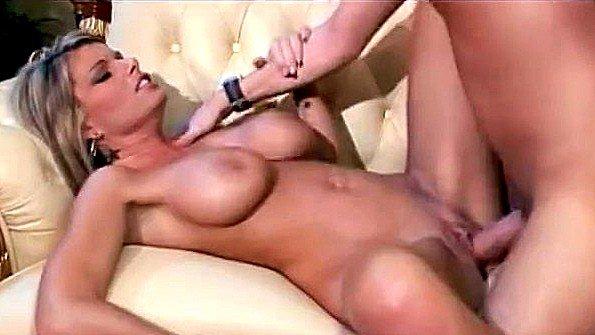 Бикса титькастая мамка инцест на массаже (Kristal Summers)