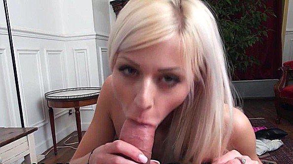 Блонда юная от первого лица француженка (Chloe Lacourt)
