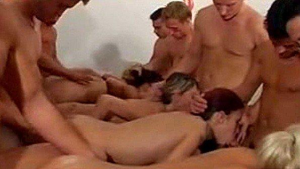 В первый раз все на одну групповой секс мама