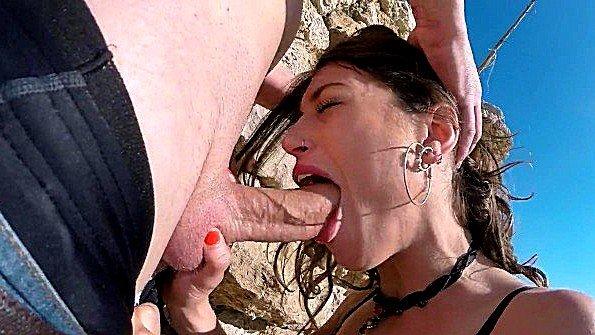 С толстой жопой жестко дерут в открытую (Julia Roca)