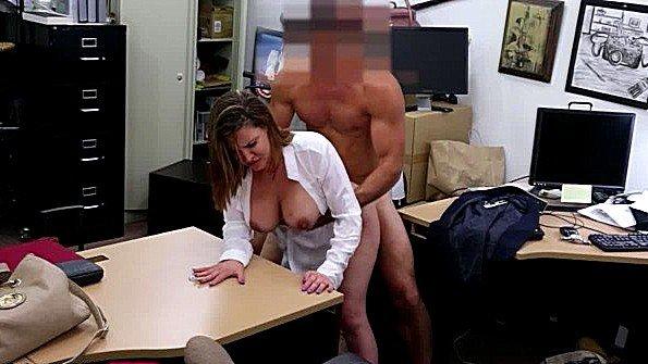 Жестко трахнули в возрасте милая секс от 1-го лица