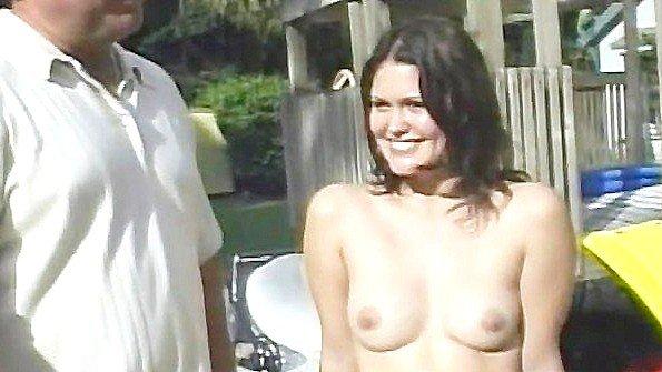 Любительница жопастая брюнетка жесткий секс с маленькими сиськами молодая публично (Reno, Selena Silver)