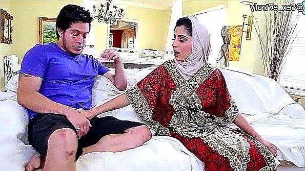 В хиджабе толстожопую жестко задолбили стройная (Nadia Ali)
