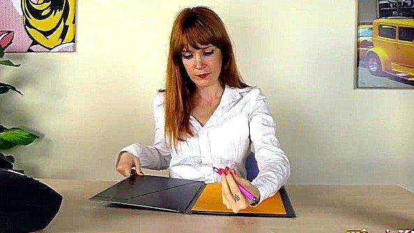 Онанирует вагину рыжая с дилдой красивый стриптиз (Irina Vega)