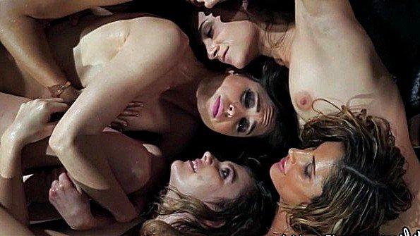 Брюнеточка групповуха лесбияночки с маленькой грудью (August Ames, Kendra James, Riley Reid, Sara Luvv)