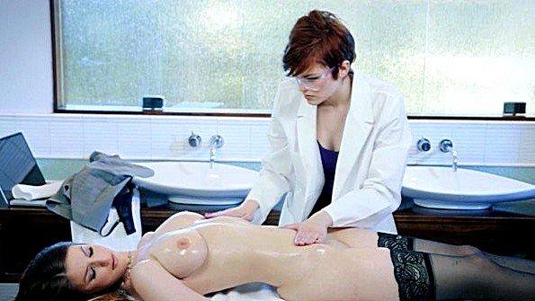 С большими сиськами знойная лезби на массаже (Bree Daniels, Stella Cox)