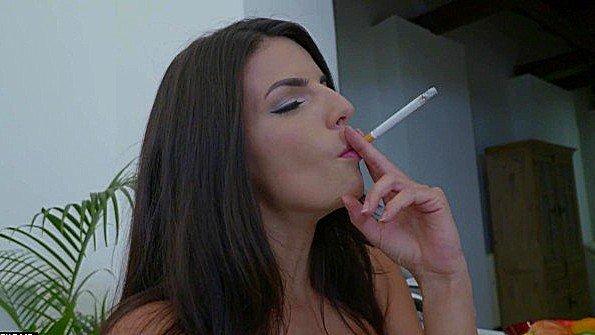 С большой грудью жестко трахнули и курит секс от 1-го лица