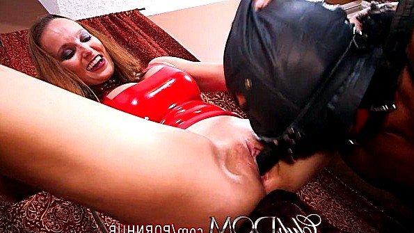 Обездвиженная телку жестко выебали секс-игрушкой (Brittany Shae)
