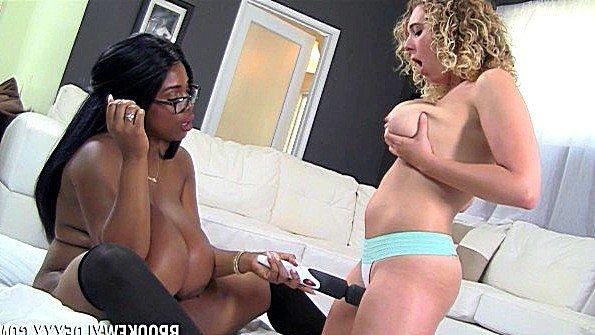 С крупными дойками лесбиянки с негром темнокожая с реалистиком (Brooke Wylde, Maserati, Persia Black)