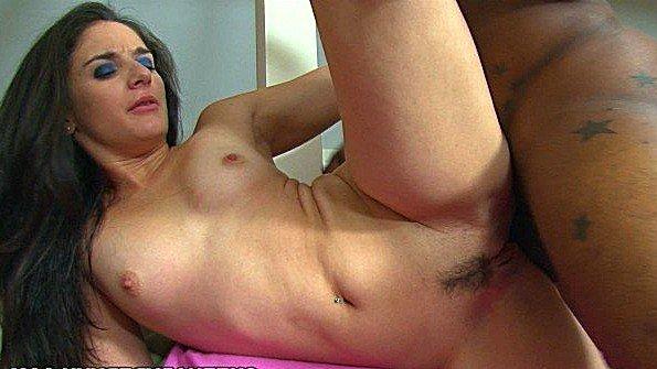 Телка сперма наружу с маленькими сисями с негром (Sheena Ryder)