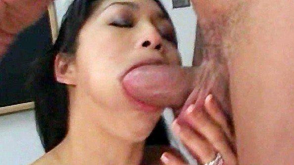 Азиаточка в очко юная в школе (Mika Tan)