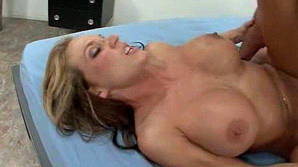 Красавицу жестко дерут дамочка много спермы (Nikki Sexx)