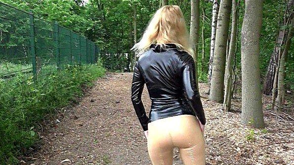 Любительницу жестко трахнули немка на виду у всех (Blonde Hexe)