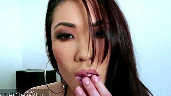 Азиатка с большими дойками с большой попой девушка под музыку порно-сборник