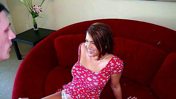 Аматерка титькастая широкобёдрая дрочит член парню помоложе рыжая (Keisha Grey)