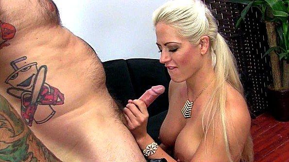 Блондинка грудастая жесткий секс зрелка инцест (Holly Heart)